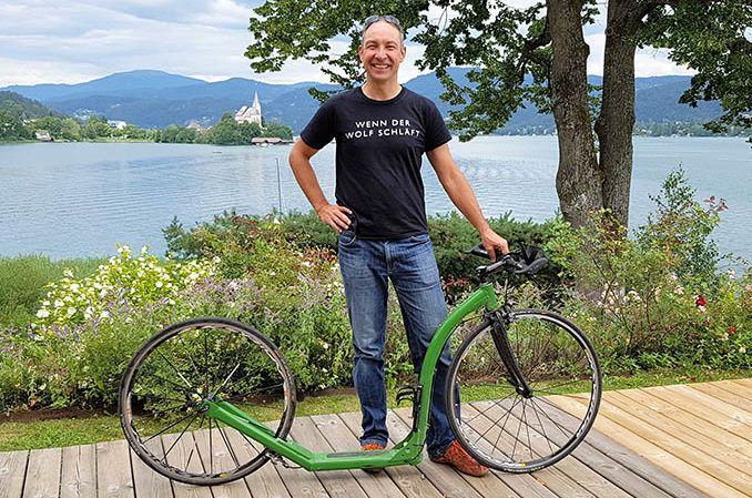 David Pasek von Tritt.at mit Tretroller