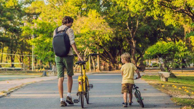 Laufrad für Kinder - Mit Vater auf dem Foto.
