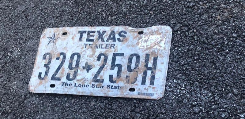 Texas Nummernschild am Highway gefunden
